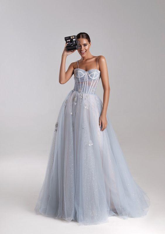 váy cưới màu